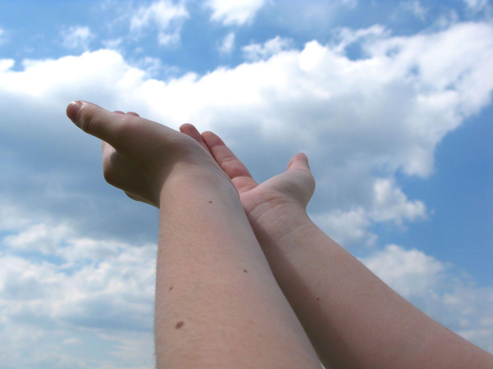 giving-hands-1245562.jpg
